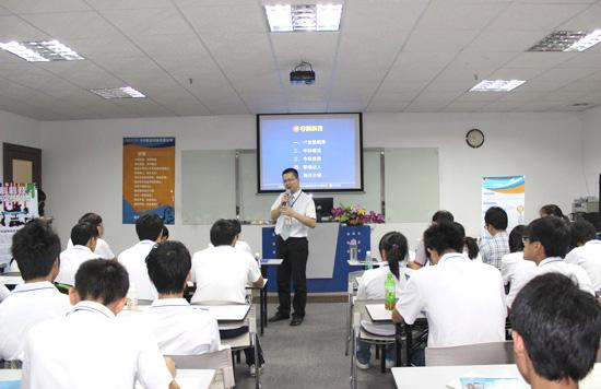 我校学生在金科软件有限公司接受培训